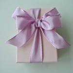 プレゼントをする時にリボンが欠かせないのはどうして?